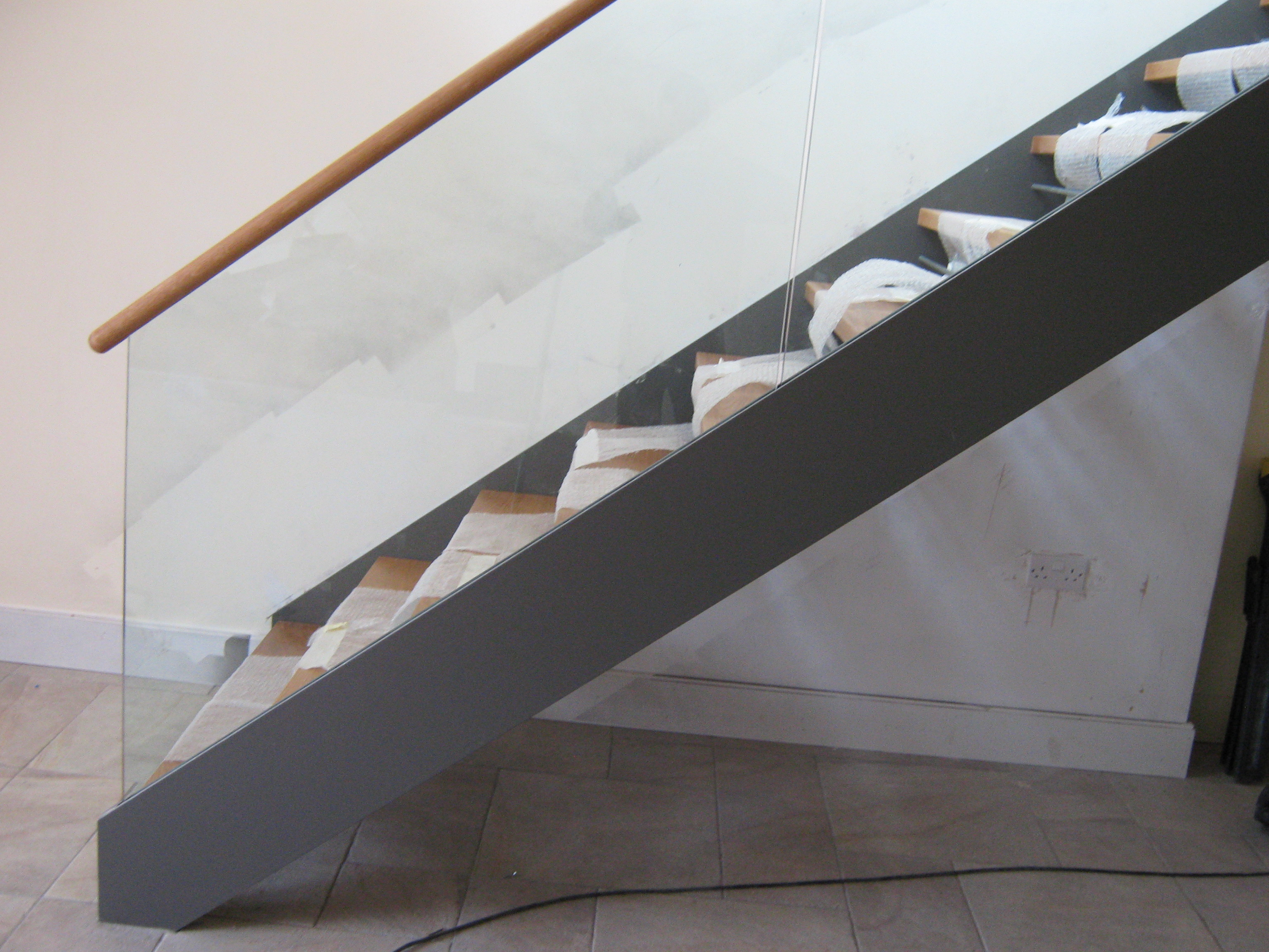 Steel Staircase Stringer Frameless Glass Balustrade